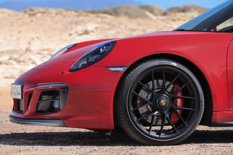 ../Porsche%20Press%20Kits/done/00003_911GTSLaunch/5000086_high.jpg